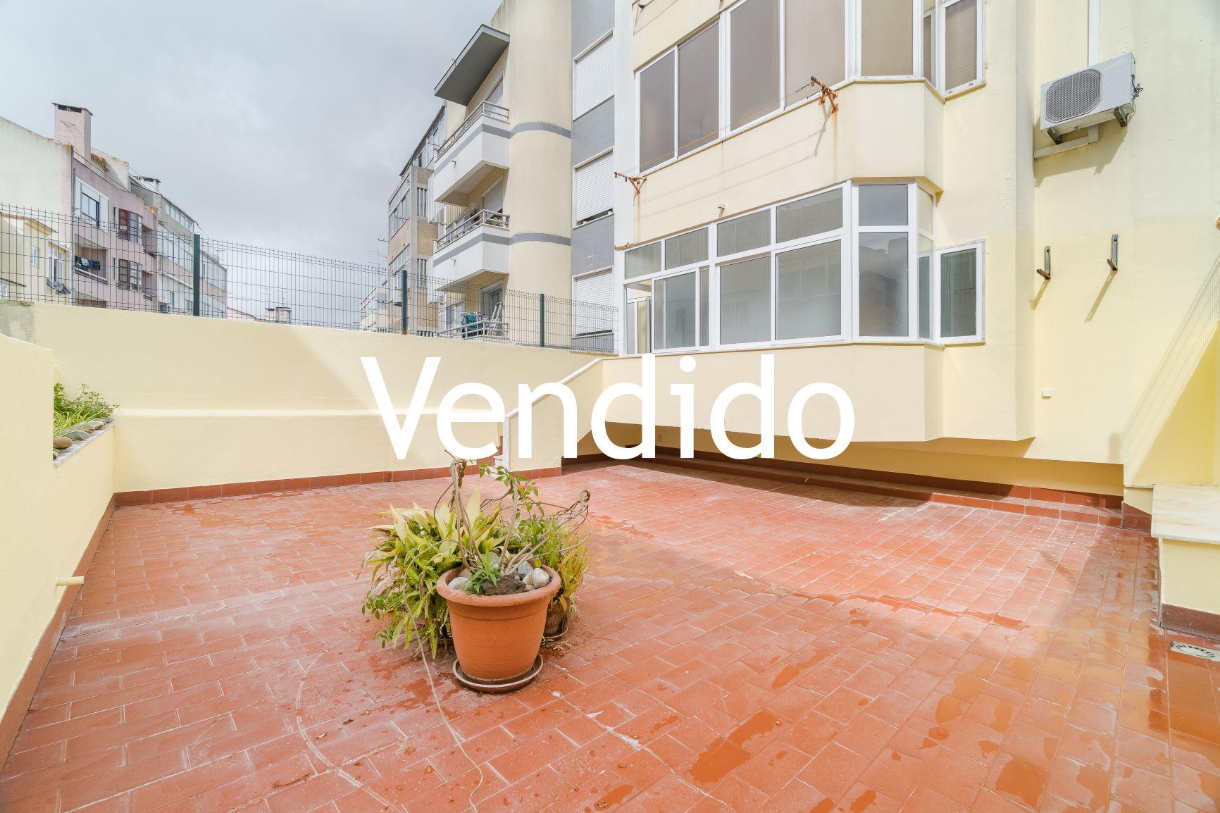 Apartamento T1 Renovado com Terraço  de 55m2, elevador, garagem na Alameda – Lisboa