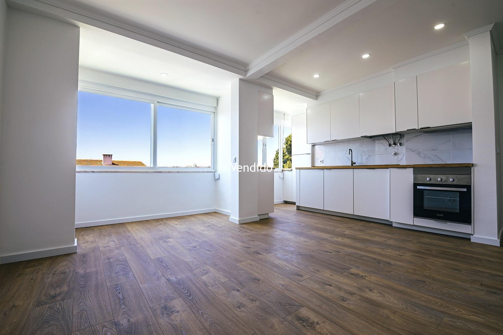 Apartamento T2 Renovado com Elevador, Zona Beato – Lisboa