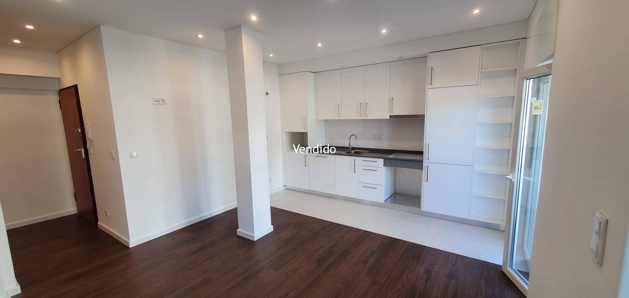 Apartamento T2 Renovado com Elevador, 2 Varandas e Arrecadação no Lumiar – Lisboa